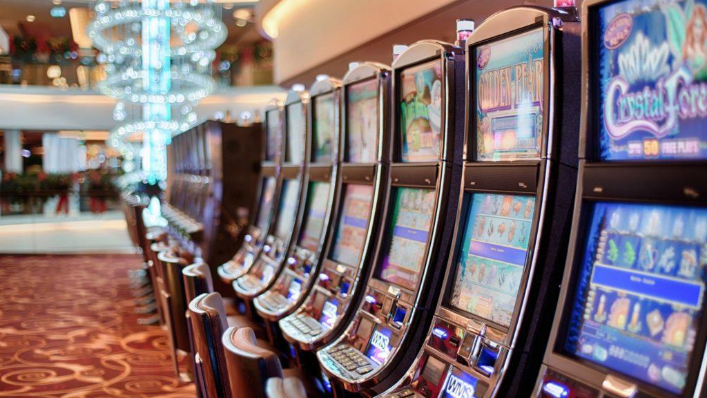 Det är populärt med slotmaskiner både online och på casino